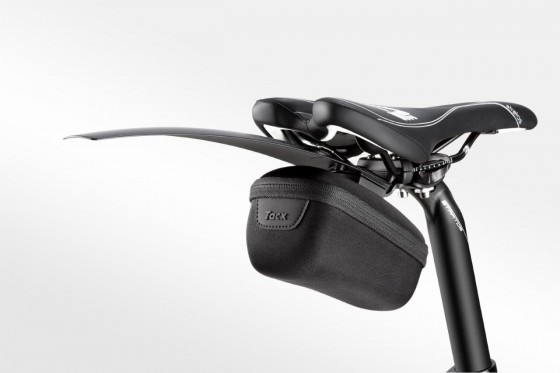 t7150_tacx_saddlebag-medium_inuse-withmudguardrace_0216