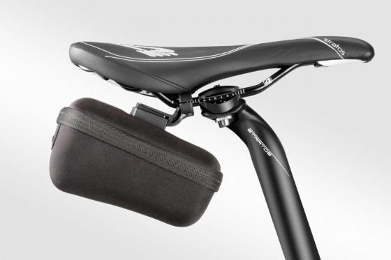t7150_tacx_saddlebag-medium_inuse_side_0216