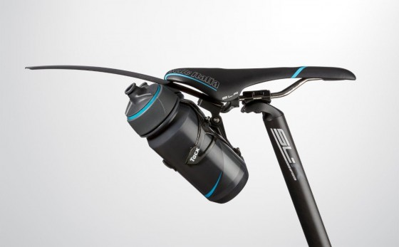 t7600_cage-mount-carbon_with-1-bottle-and-mudguard_side