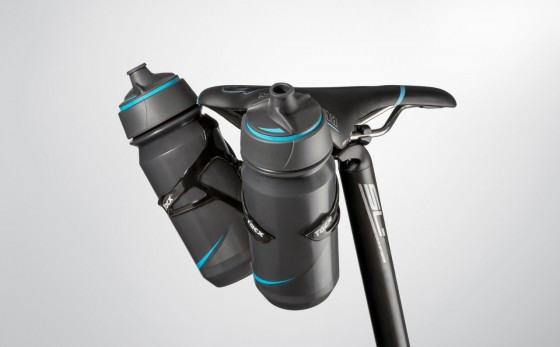 t7600_cage-mount-carbon_with-2-bottles_perspective